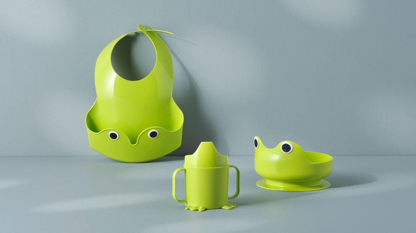 Посуда и слюнявчики для малышей