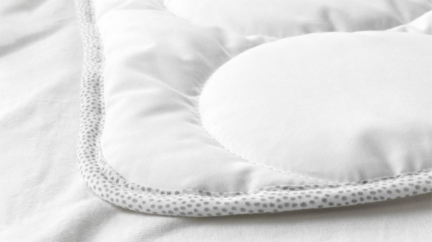 Подушки и одеяла для малыша