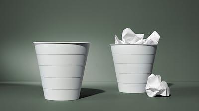 Cubos de lixo e bolsas